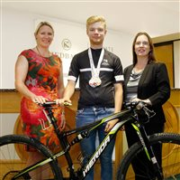 Nedbank Private Wealth supports Island cycling star