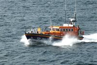 Three rescued after boat suffers electrical failure